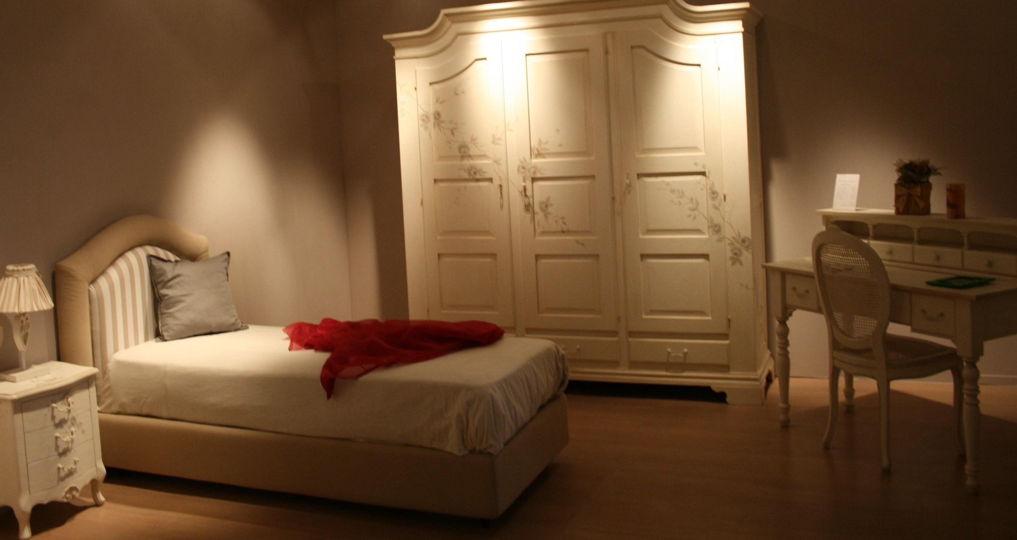 Cameretta in legno color bianco shabby classica for Camerette in legno massello