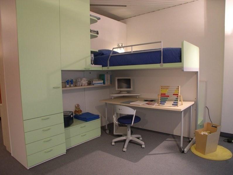 Cameretta klou verde mela con letto alto e scaletta di accesso a gradini contenitori - Camerette verde mela ...