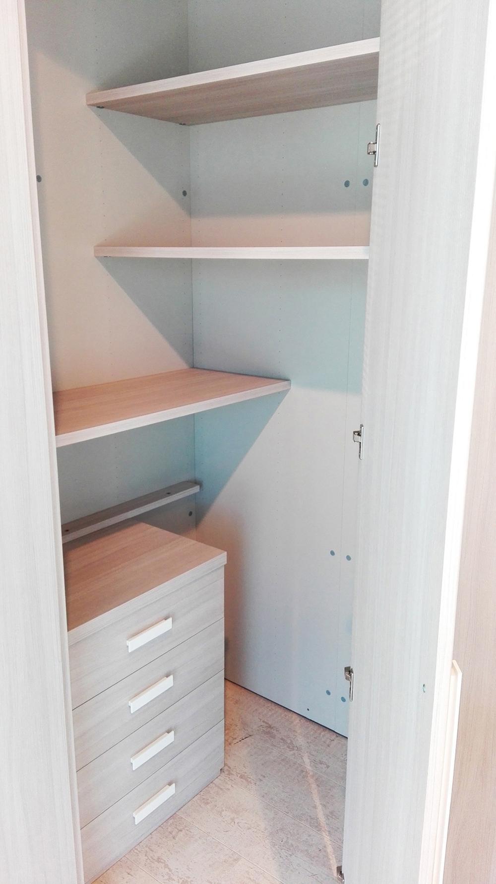 Cameretta moderna per bambini completa di letto armadio for Cameretta armadio