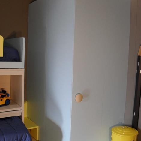 Cameretta nidi scontata del 63 con cabina demo e letto for Prezzi della cabina di tronchi di 3 camere da letto