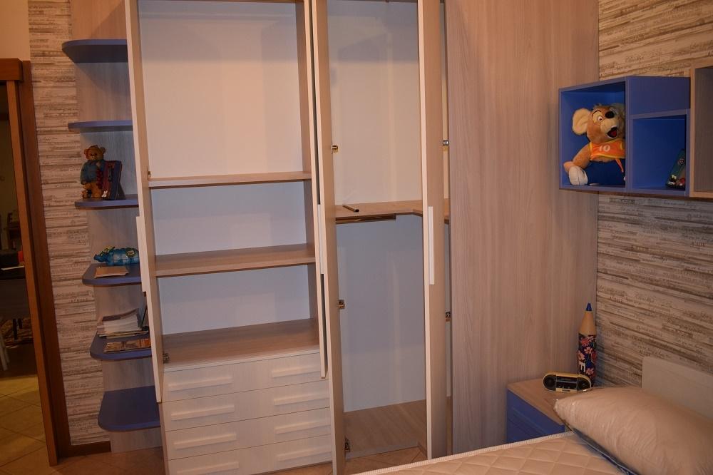 Cameretta smart letto con il contenitore e cabina armadio for Cabina armadio attraverso il bagno