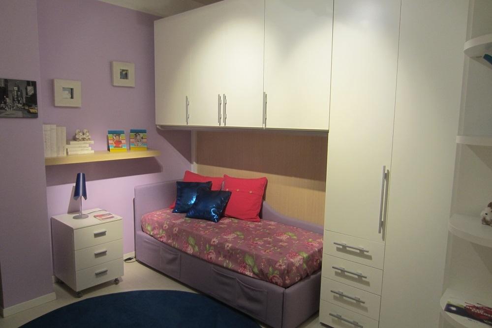 arredo cameretta angolo roma : armadio ponte cameretta clever, con letto imbittito e cassettiera su ...