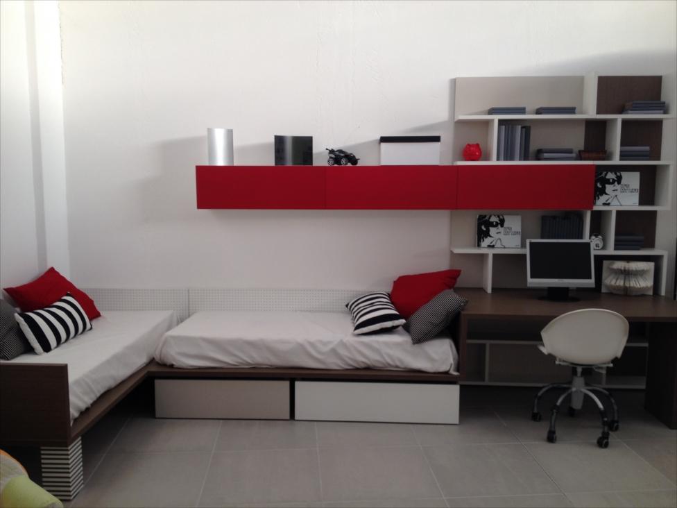 Pensili per camera da letto awesome comodino pensile - Angolo studio in camera da letto ...