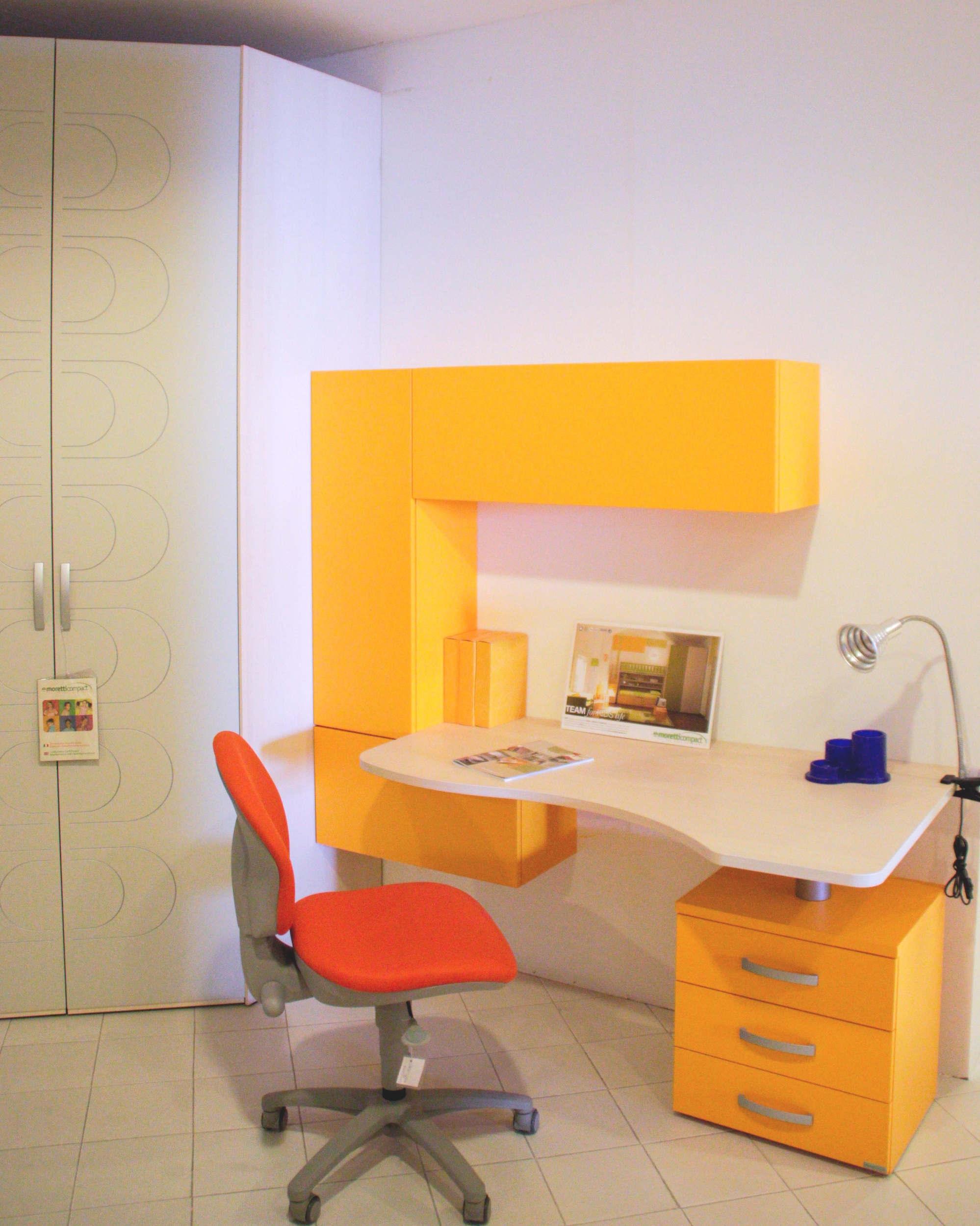 Promozione scrivania moretti compact camerette a prezzi for Scrivanie con ruote per camerette