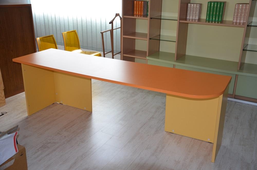 Scrivania cameretta color giallo arancio camerette a for Scrivania cameretta