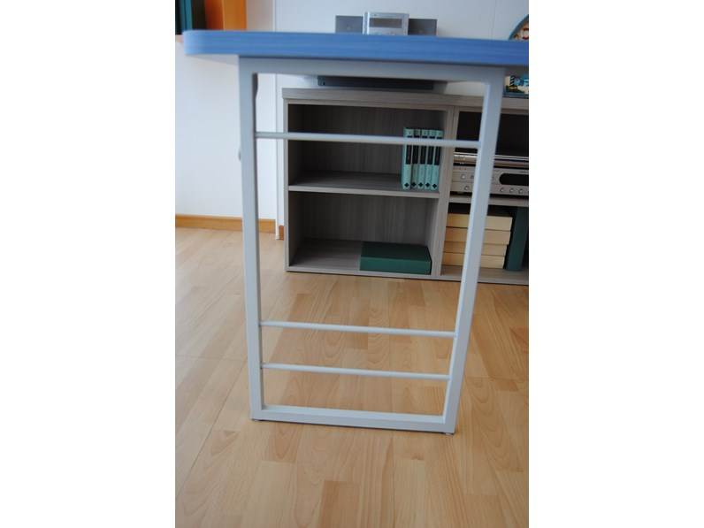 Scrivania con cassettiera e libreria per cameretta