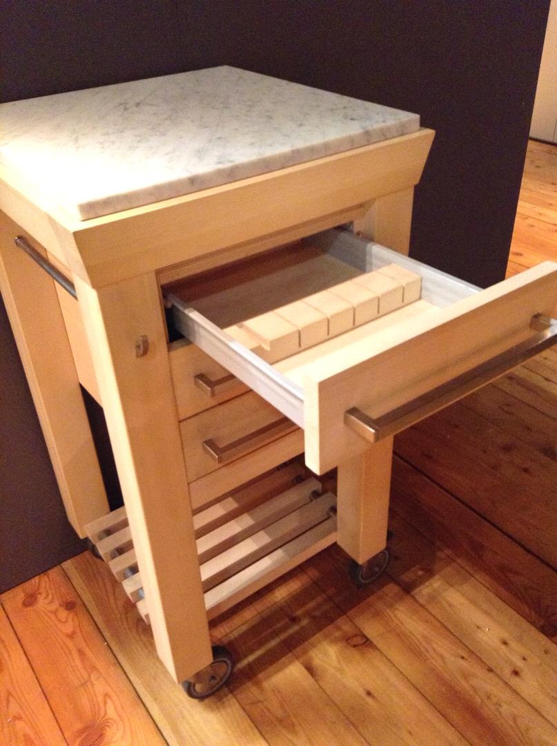 Carrello da cucina in legno con doppio piano di lavoro di - Carrelli estraibili per cucine ...
