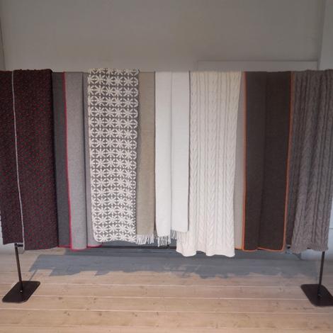 outlet complemento d'arredo per la zona notte o il divano ,caldi plaid coperta lana design per  B&B Italia, maxalto, mdf italia