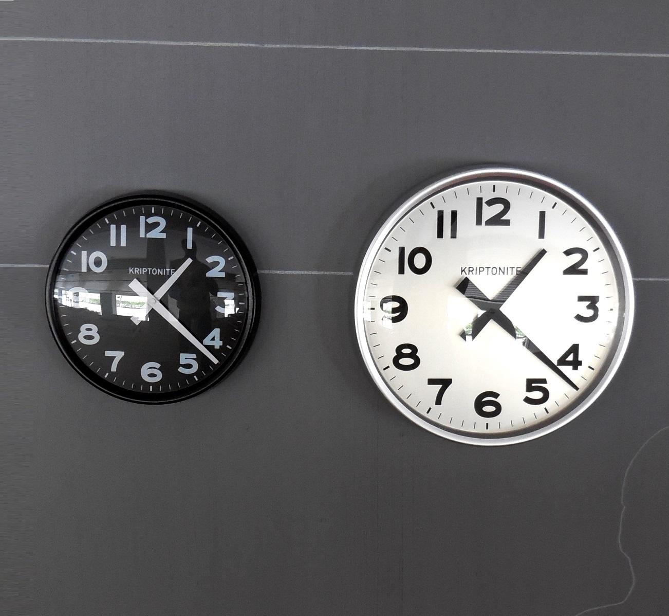 Complemento kriptonite orologio da parete alluminio design for Vendita arredamento design online