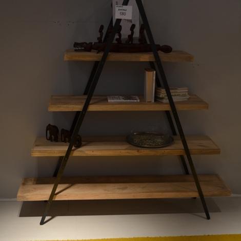 libreria con struttura in ferro battuto e ripiani in legno ...