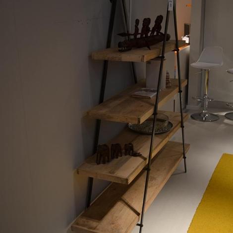Libreria piramidale con struttura in ferro battuto e ripiani in legno ...
