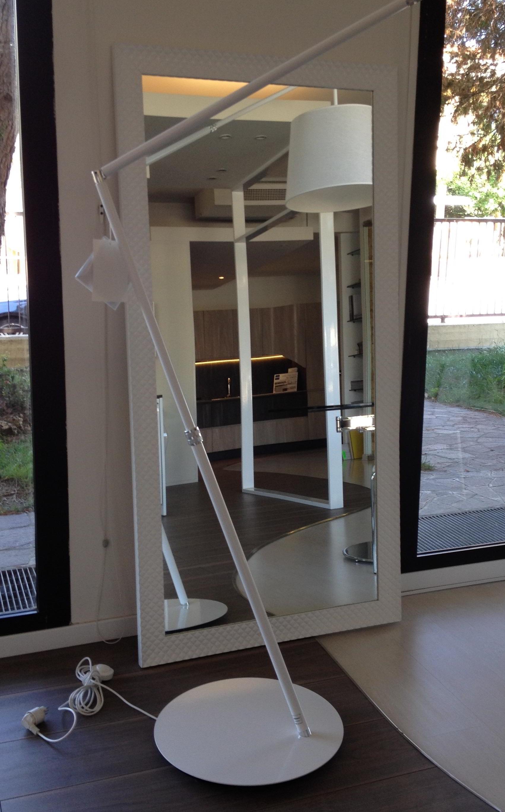 Occasione specchio con cornice effetto pelle trapuntata for Specchio da parete bianco lucido