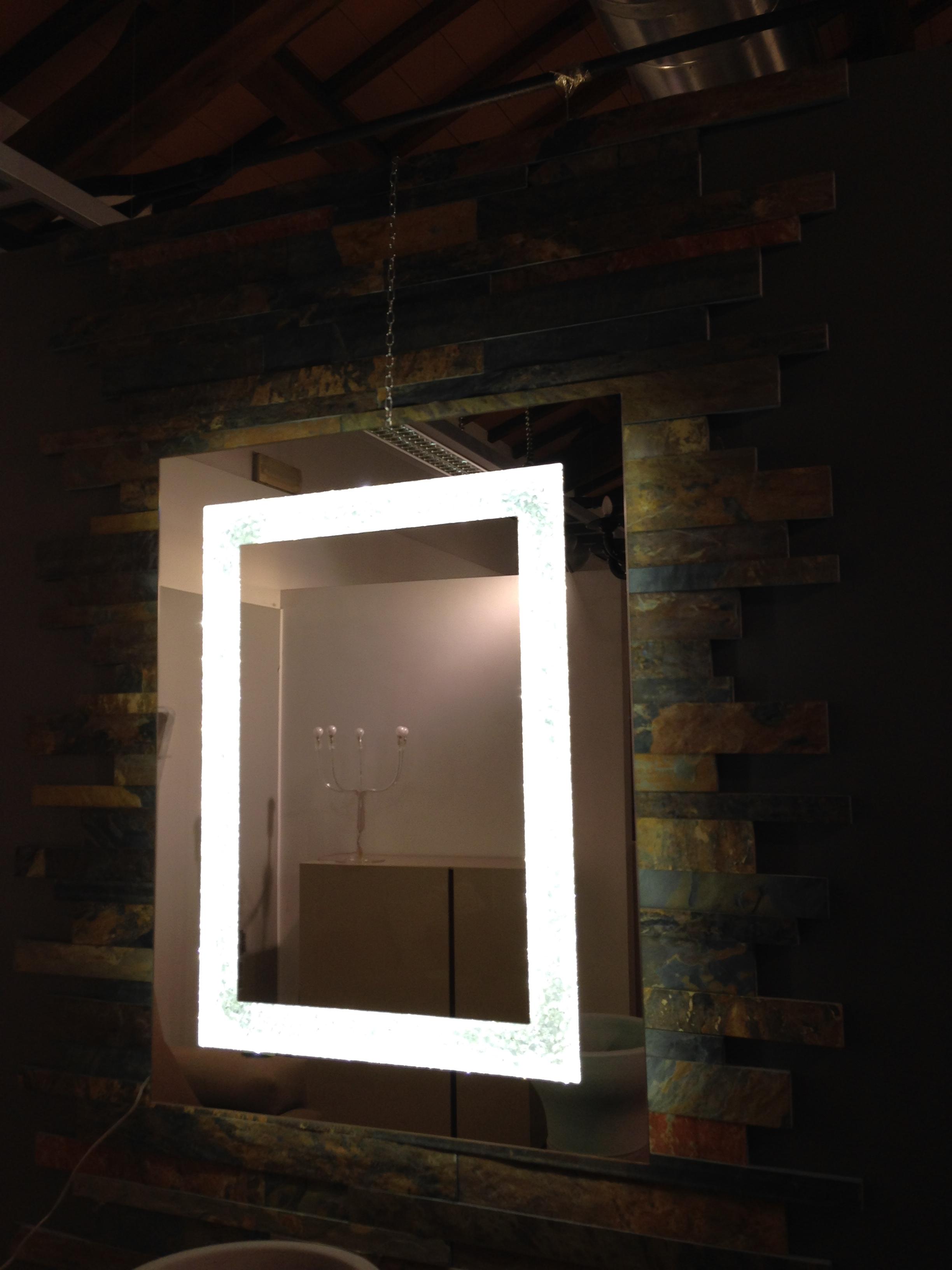 Specchio sillux con luci scontato complementi a prezzi - Specchio con lampadine ...