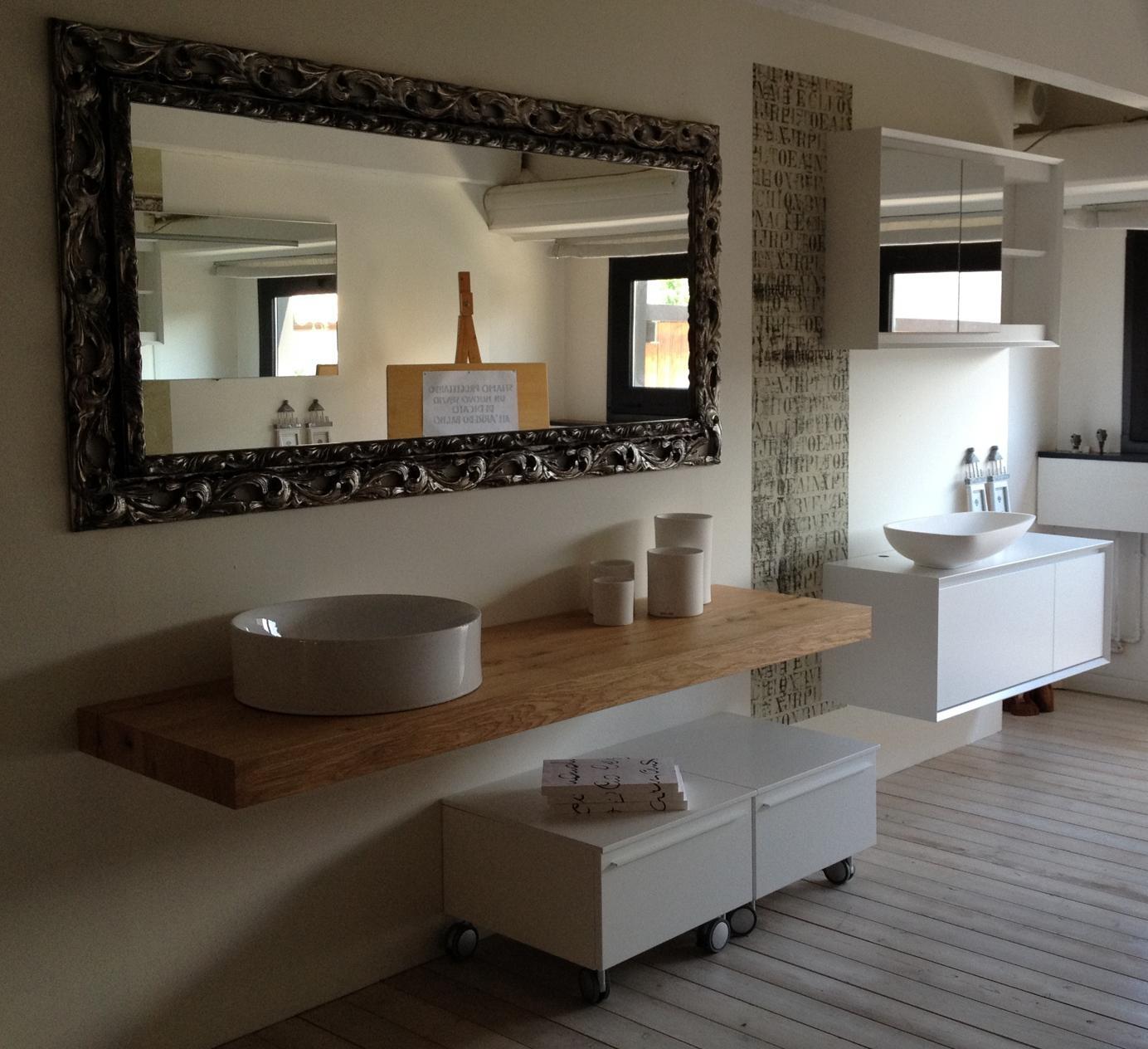 Specchio su misura con cornice in legno complementi a - Specchi moderni bagno ...