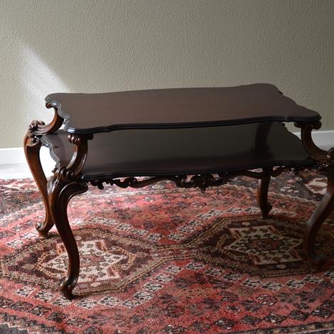 Tavolino in stile con piani e piedini intarsiati for Piani del giroletto in stile missione