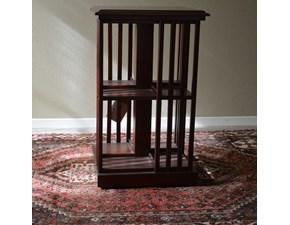 Tavolino quadrato in stile. Il tavolino è realizzato in legno massello ed è rifinito con lucidatura eseguita a mano. Scontato del -40%. Dimensioni ( Lunghezza 49 cm  x Profondità 36 cm x Altezza 80 cm ). Offerta Outlet Mobilgross
