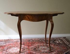 Tavolino in legno massello di Produzione artigianale, estensibile da due lati con gambe curvate. Il piano e la struttura sono intarsiati finemente. Scontato del -53%. Offerta Outlet Mobilgross