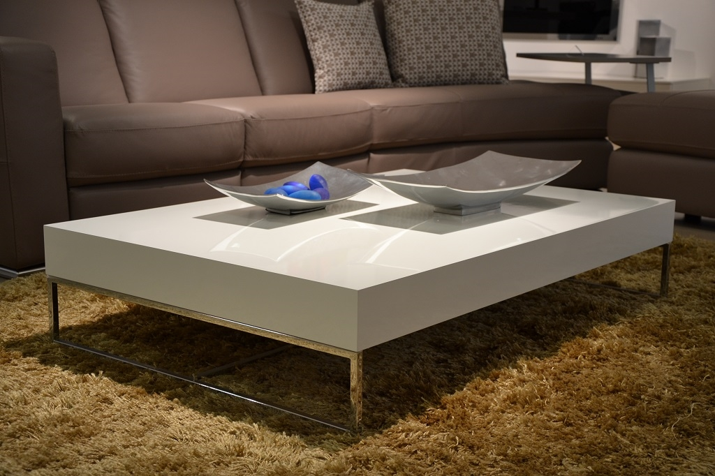 Complemento jesse chelsea design laccato lucido tavolini for Tavolini prezzi
