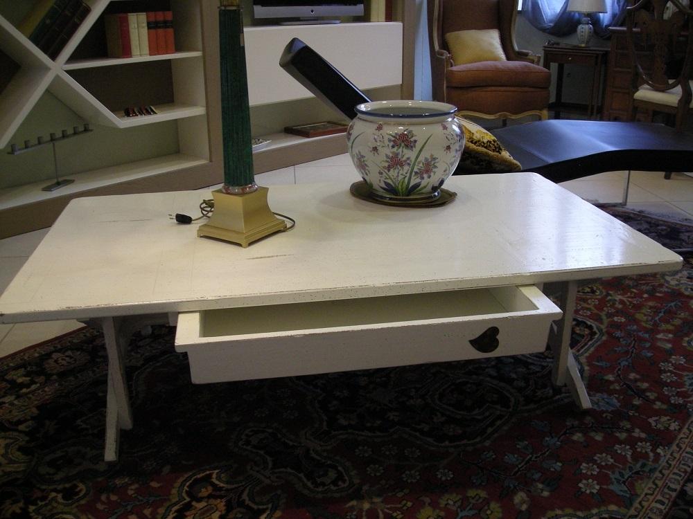 Tavolino laccato bianco scontato del 50 complementi a for Tavolino salotto bianco laccato