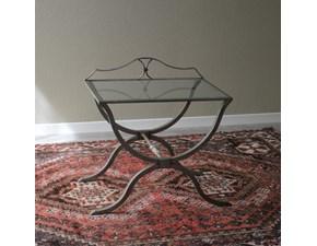 Tavolino rettangolare con struttura in ferro batturo e piano d'appoggio in cristallo.  Scontato del -48%. Offerta Outlet Arredamento