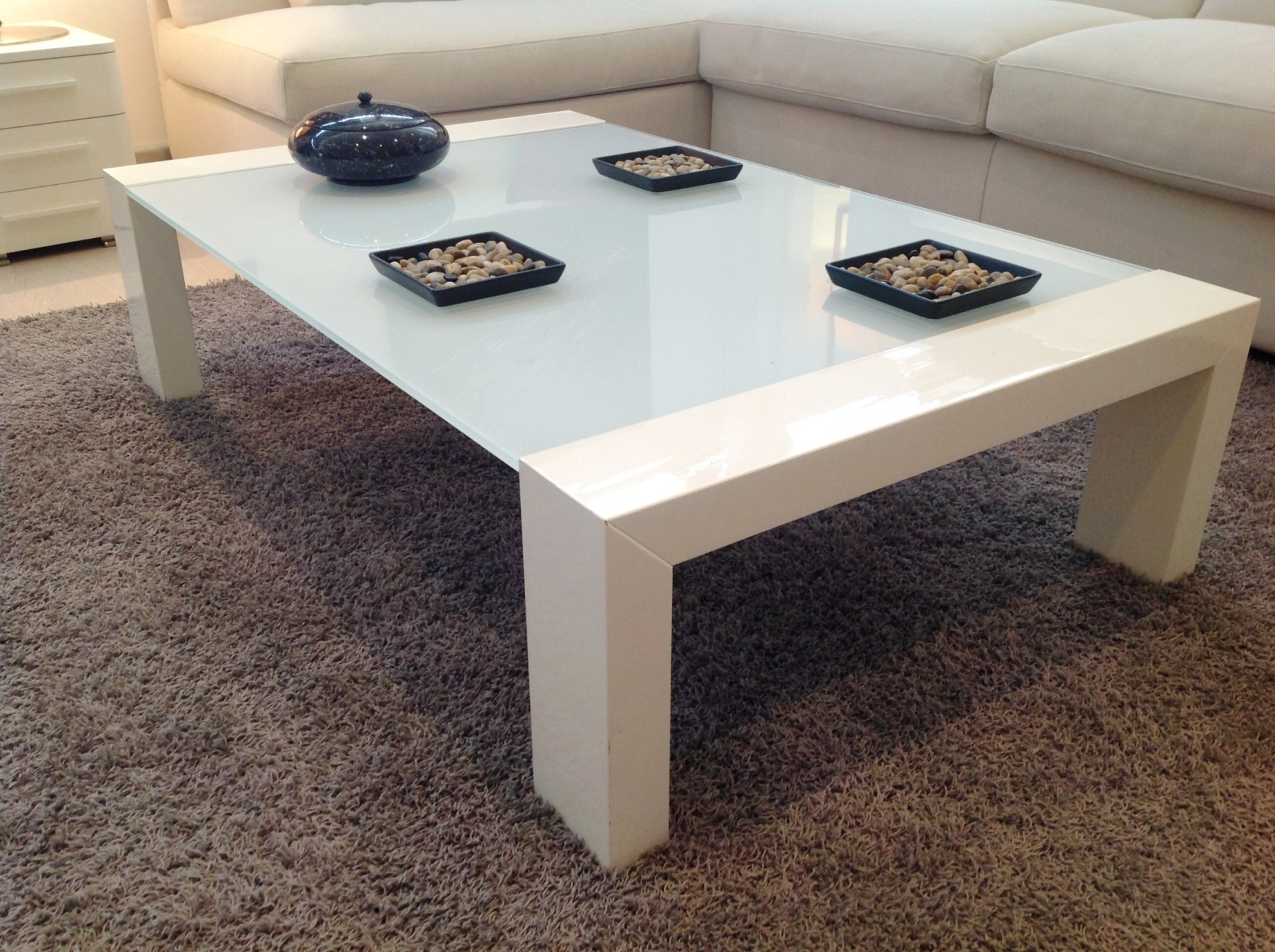 Tavolino rettangolare in legno laccato bianco lucido e piano cristallo extra white complementi - Tavolino salotto ikea ...