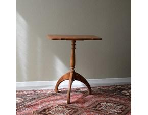 Tavolino rettangolare in stile. Il tavolino è realizzato in legno massello ed è rifinito con lucidatura eseguita a mano. Scontato del -69%. Offerta Outlet Mobilgross.