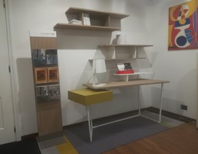 Tavolino Scrivania layers e mensole equal in stile Moderno Calligaris a prezzo ribassato