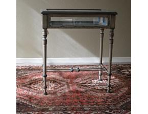Tavolino teca i in legno massello. I fianchi lunghi sono incernierati. Il tavolino è rifinito in laccatura Shabby Chic di colore bianco. Scontato del -40%. Dimensioni ( Lunghezza 65 cm x Profondità 42 Cm x Altezza 75 Cm). Offerta Outlet Mobilgross