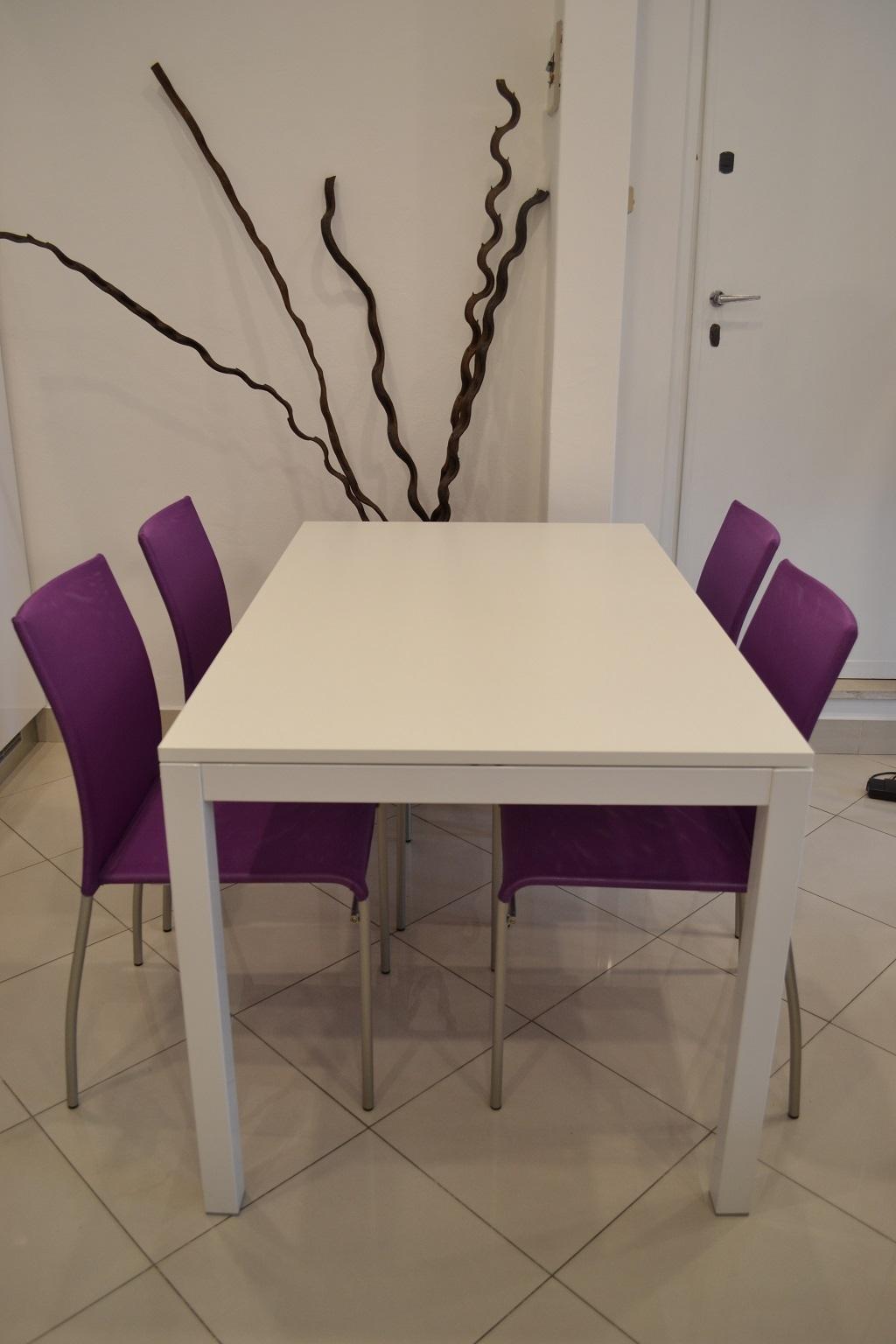 Complemento la seggiola majestic moderno complementi a for Tavolo allungabile con sedie