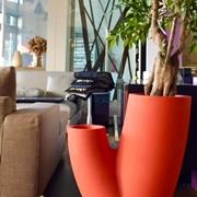 Vaso , portaoggetti,porta piante di Design con illuminazione,modello Sahara di produzione ELBI colore Rosso.