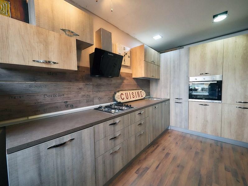 Cucina angolare maxi con colonne dispensa e forno frigo in for Cucina in offerta