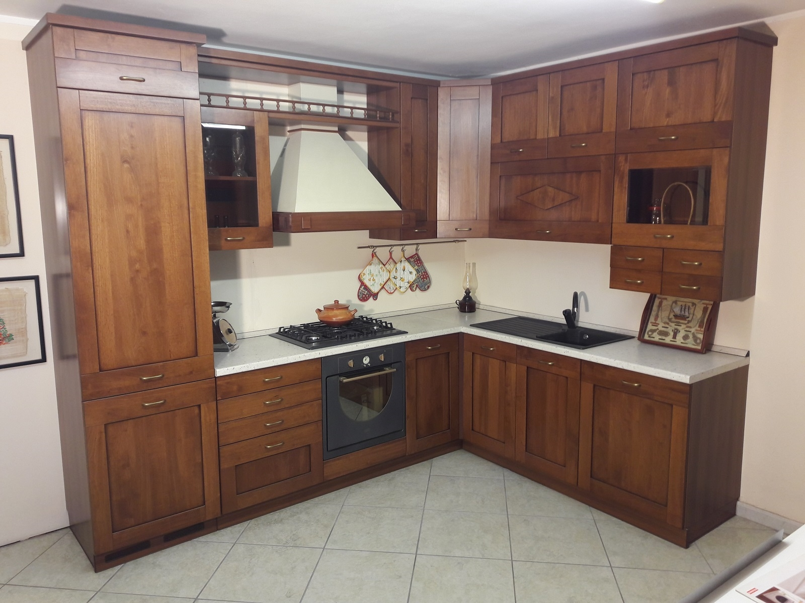 Cucina angolare in legno tinto noce completa di elettrodomestici in offerta cucine a prezzi - Cucina arte povera ...