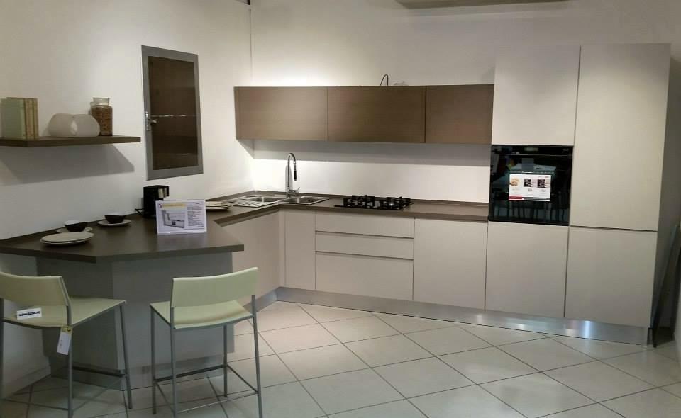 Cucina linda lube sottcosto cucine a prezzi scontati - Cucina con piastrelle ...