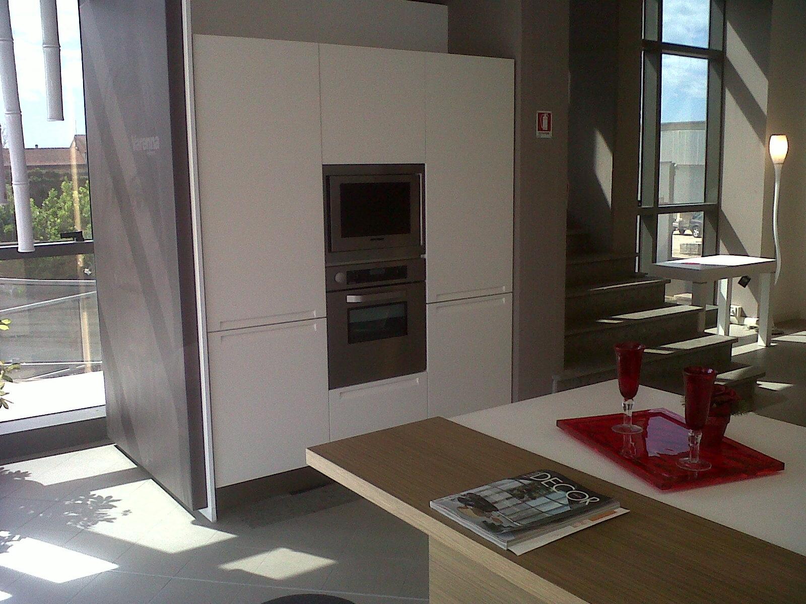 Cucina Minimal Varenna : Cucina varenna minimal design cucine a prezzi scontati