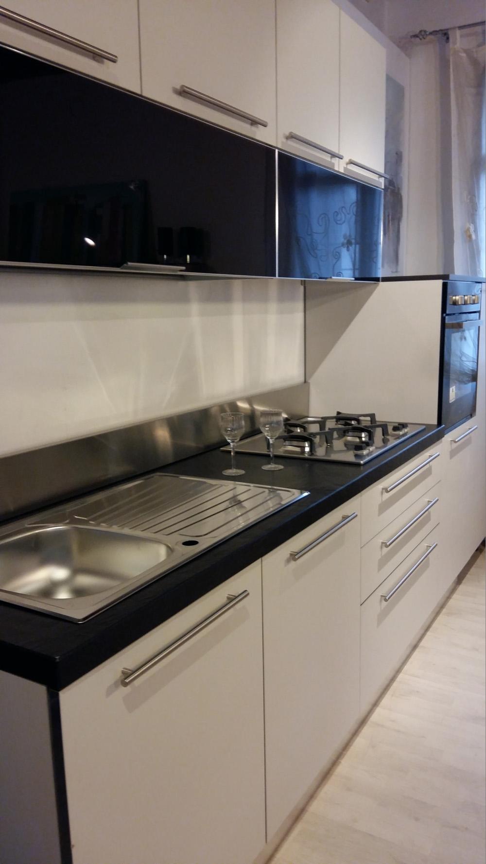 Aran cucine cucina bella moderno laminato materico bianca cucine a prezzi scontati - Aran cucine outlet ...