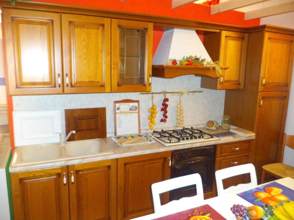 Arredo3 cucina diana cucina in castagno country legno rovere miele cucine a prezzi scontati - Cucine di piccole dimensioni ...