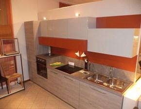 Cucina moderna Arredo3 in laminato venato e laccata opaca