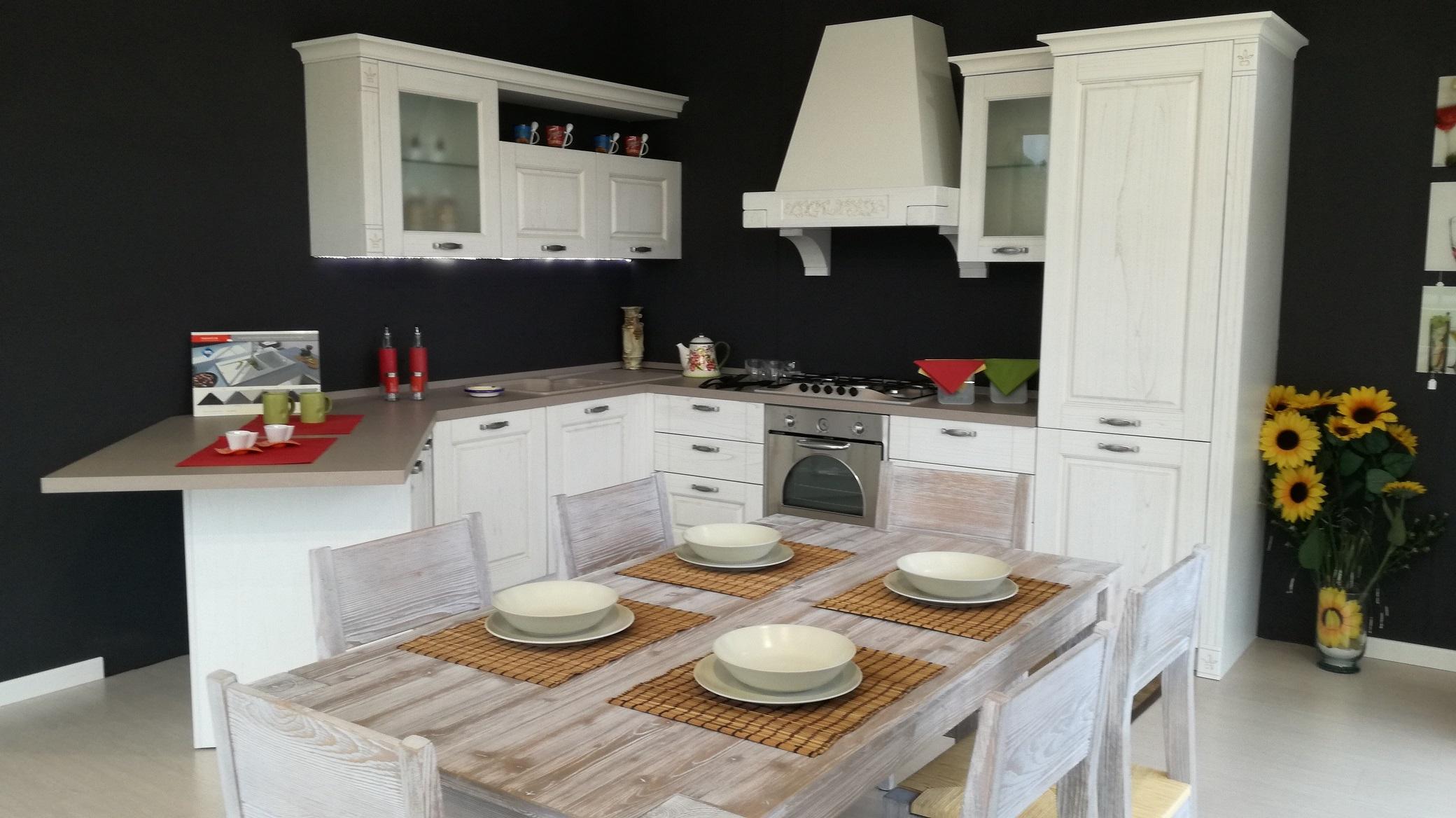 Cucina Angolare Con Penisola Gentili Cucine Mod. OLIVIA Scontata Del  #AD2A1E 3072 1728 Carrelli Da Cucina Con Cassetti
