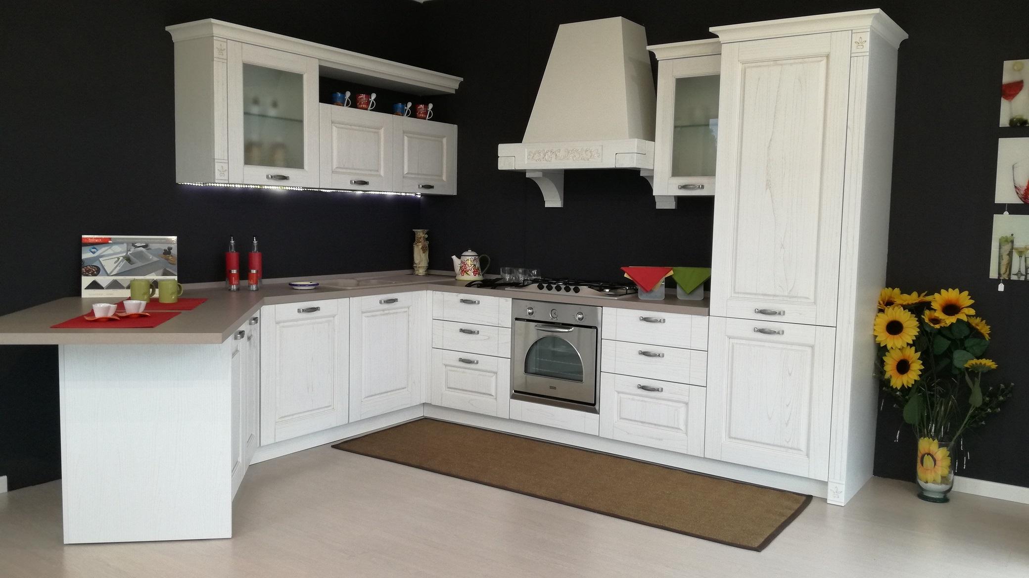 Cucina angolare con penisola gentili cucine mod olivia for Cucina luna arredo3 prezzi