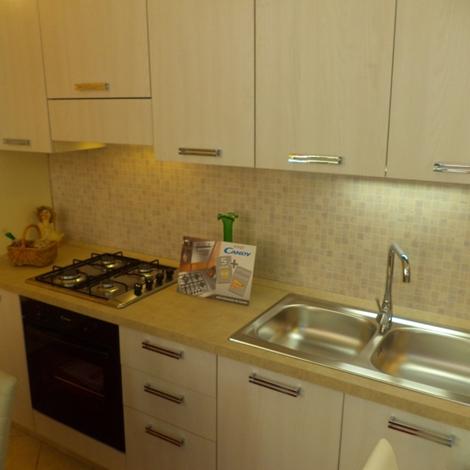 Cucina lineare di tre metri completa di elettrodomestici for Arredo tre cucine prezzi