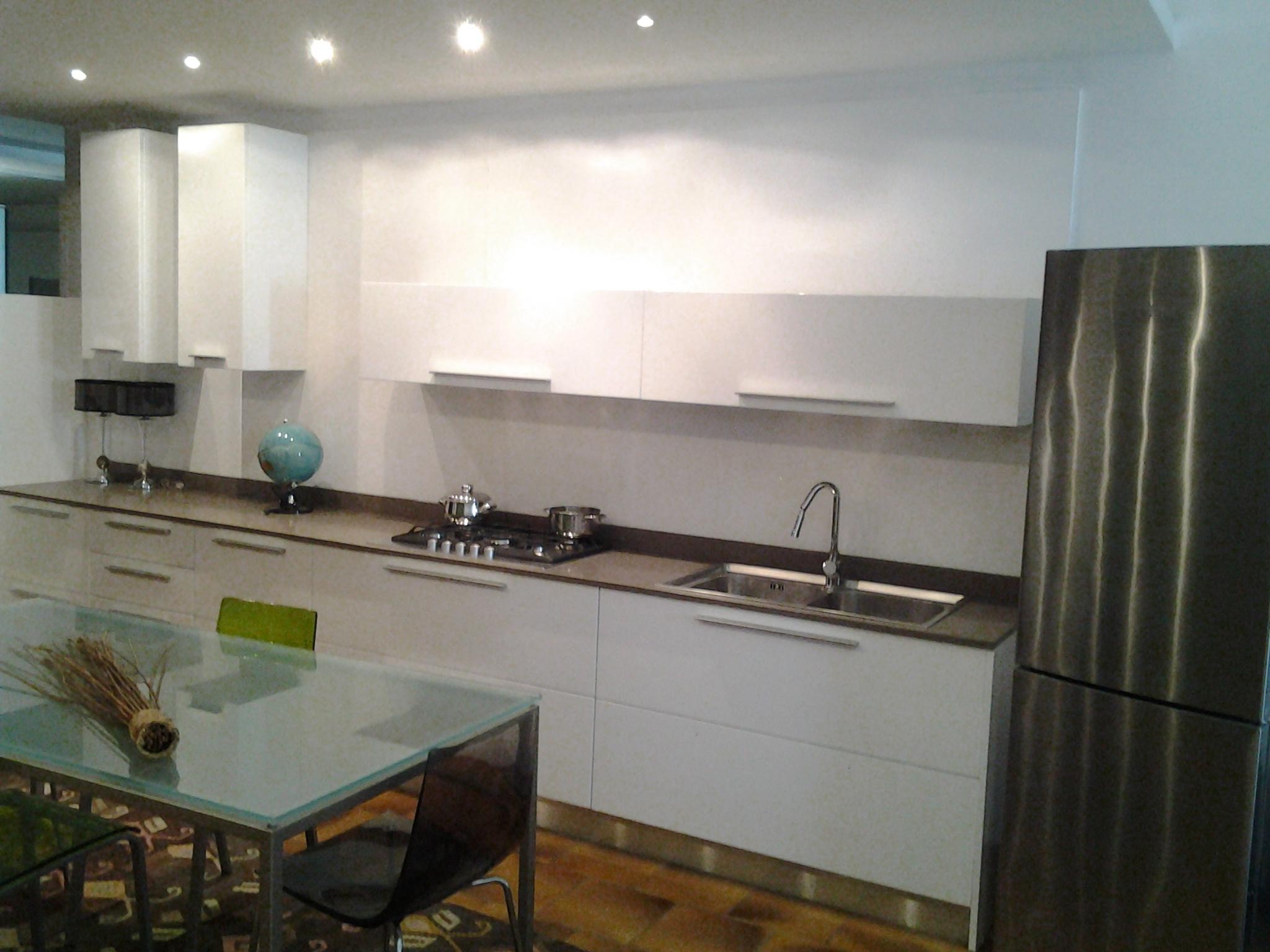Arredo3 cucina siria moderno polimerico lucido bianca for Cucine moderne prezzi bassi