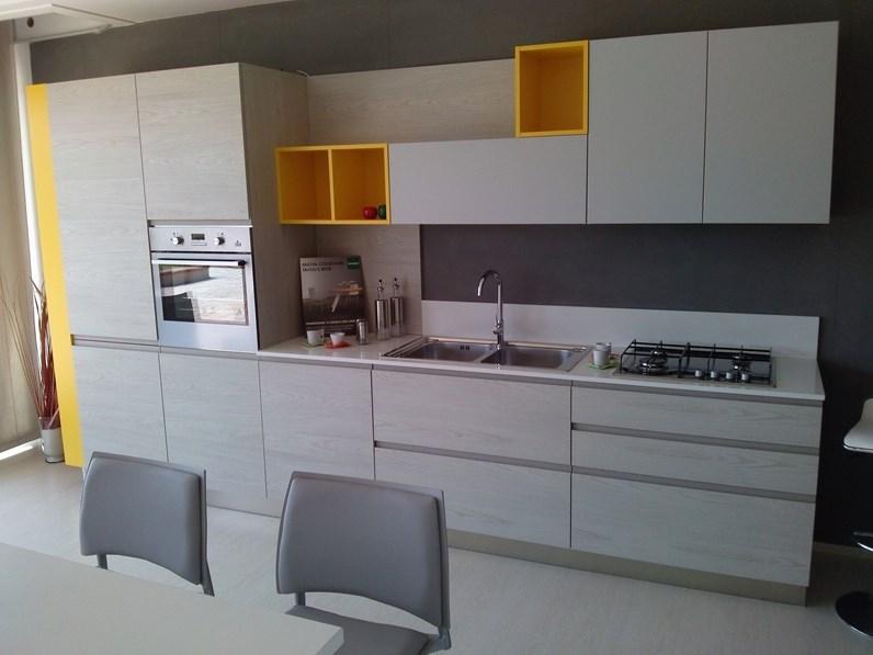 Cucina lineare ARREDO3 modello Wega scontato del -40 % cod.09