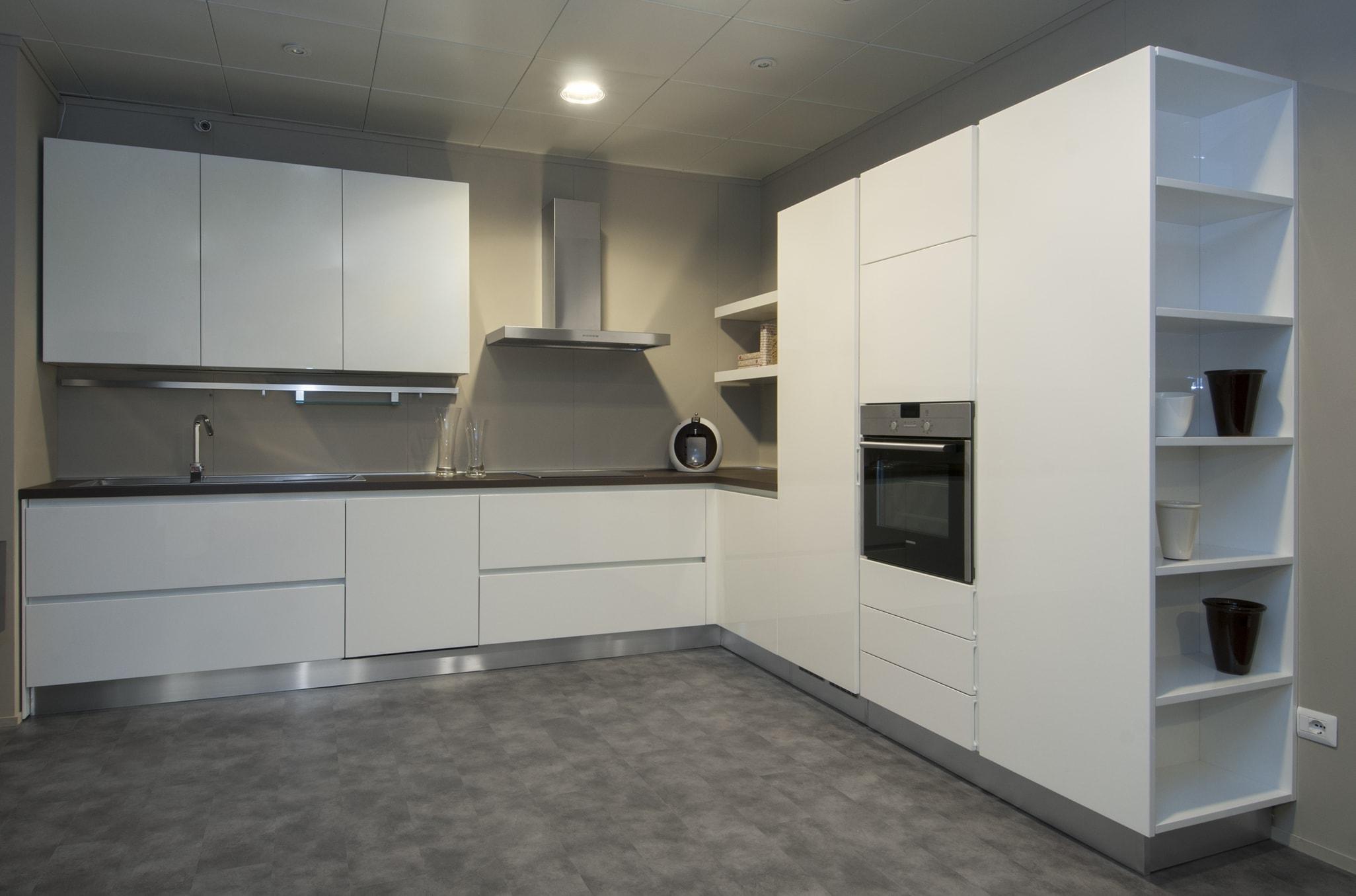 Berloni cucine cucina b50 design laccato lucido bianca cucine a prezzi scontati - Cucina tutta bianca ...