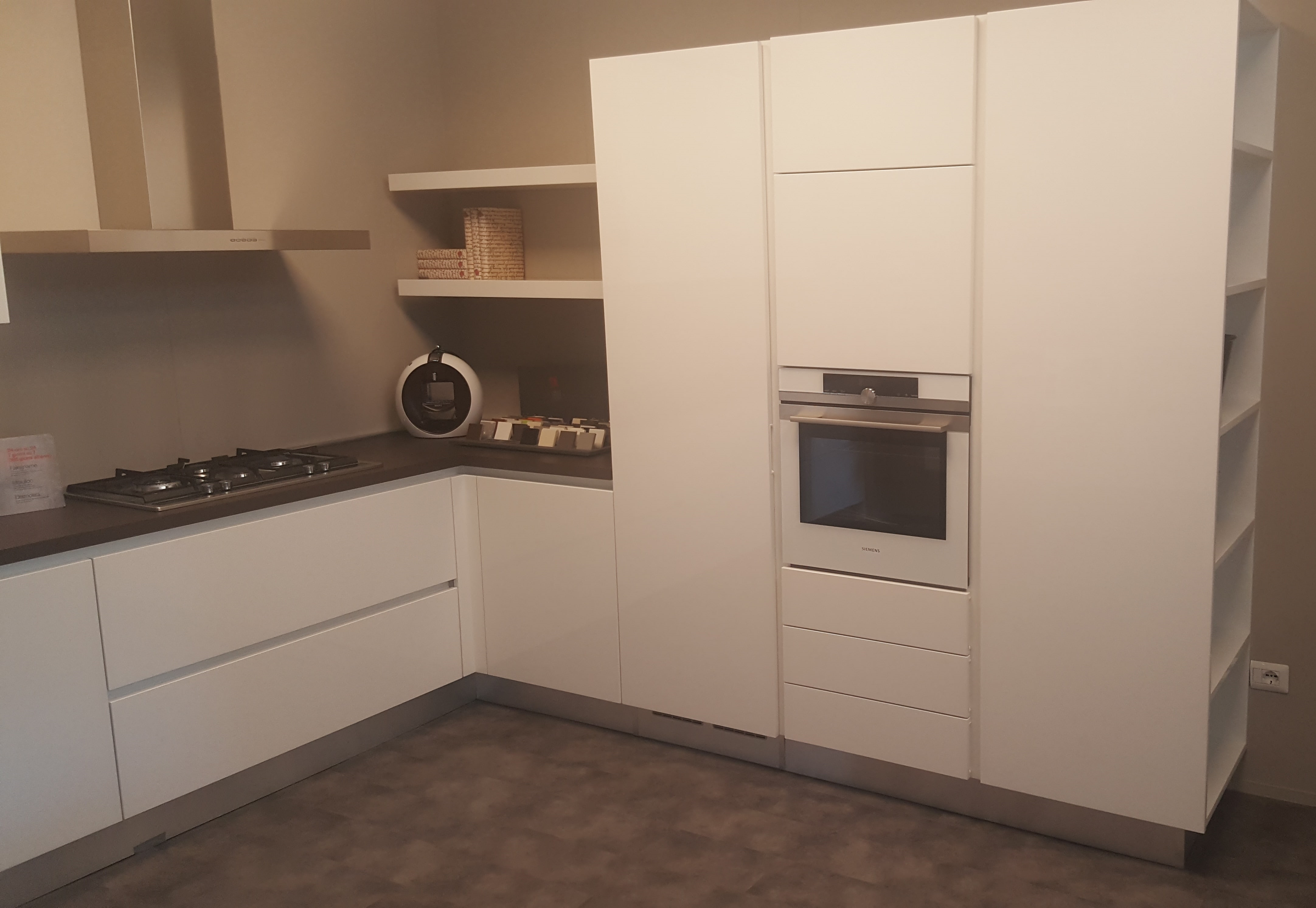 Berloni Cucine Cucina B50 Design Laccato Lucido Bianca - Cucine a ...