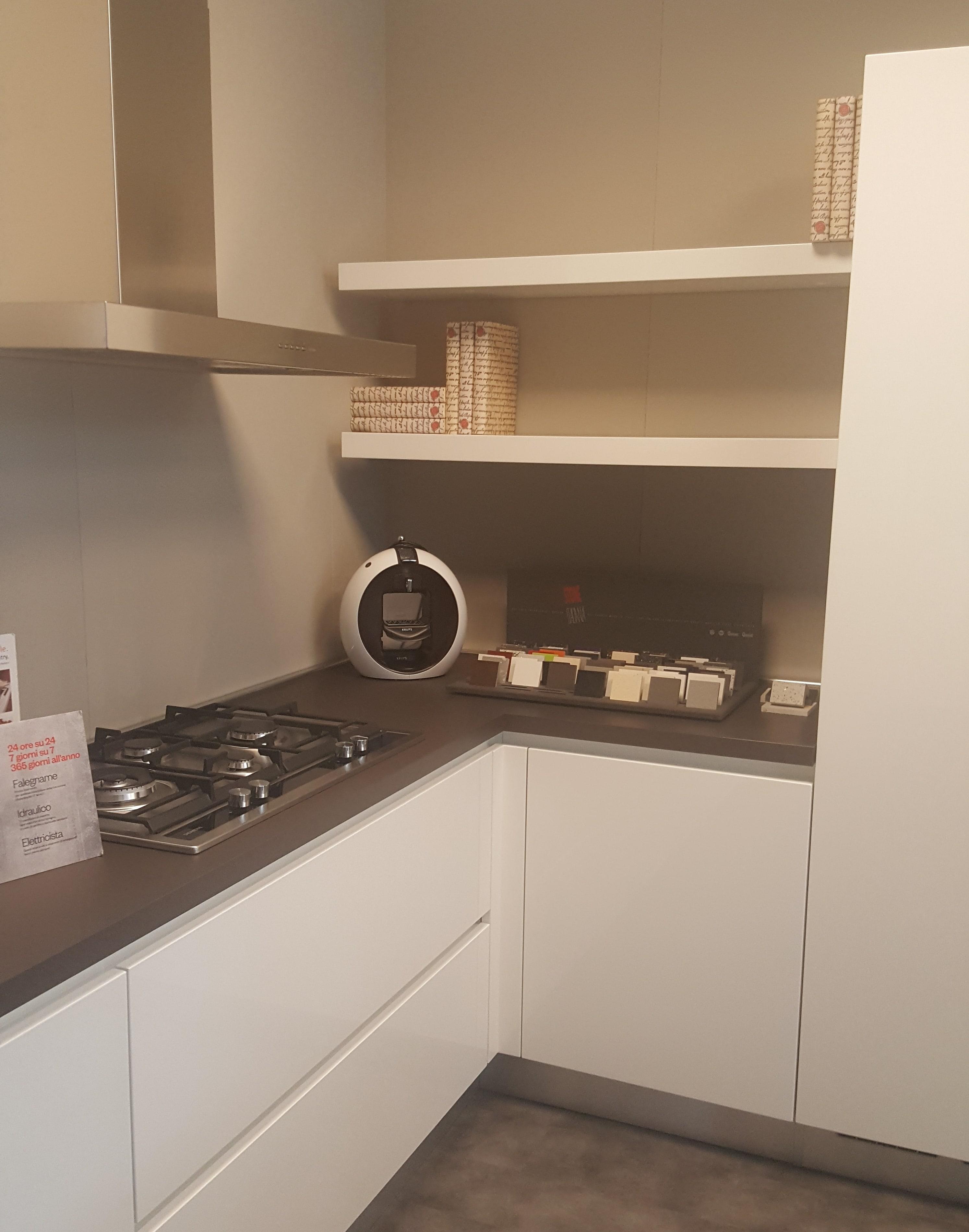 Mensole cucina design trendy spicchio mensola da cucina for Mensole laccate su misura