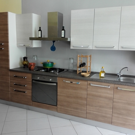 Brio cucina moderna con elettrodomestici by mobilturi cucine a prezzi scontati - Disposizione elettrodomestici cucina ...