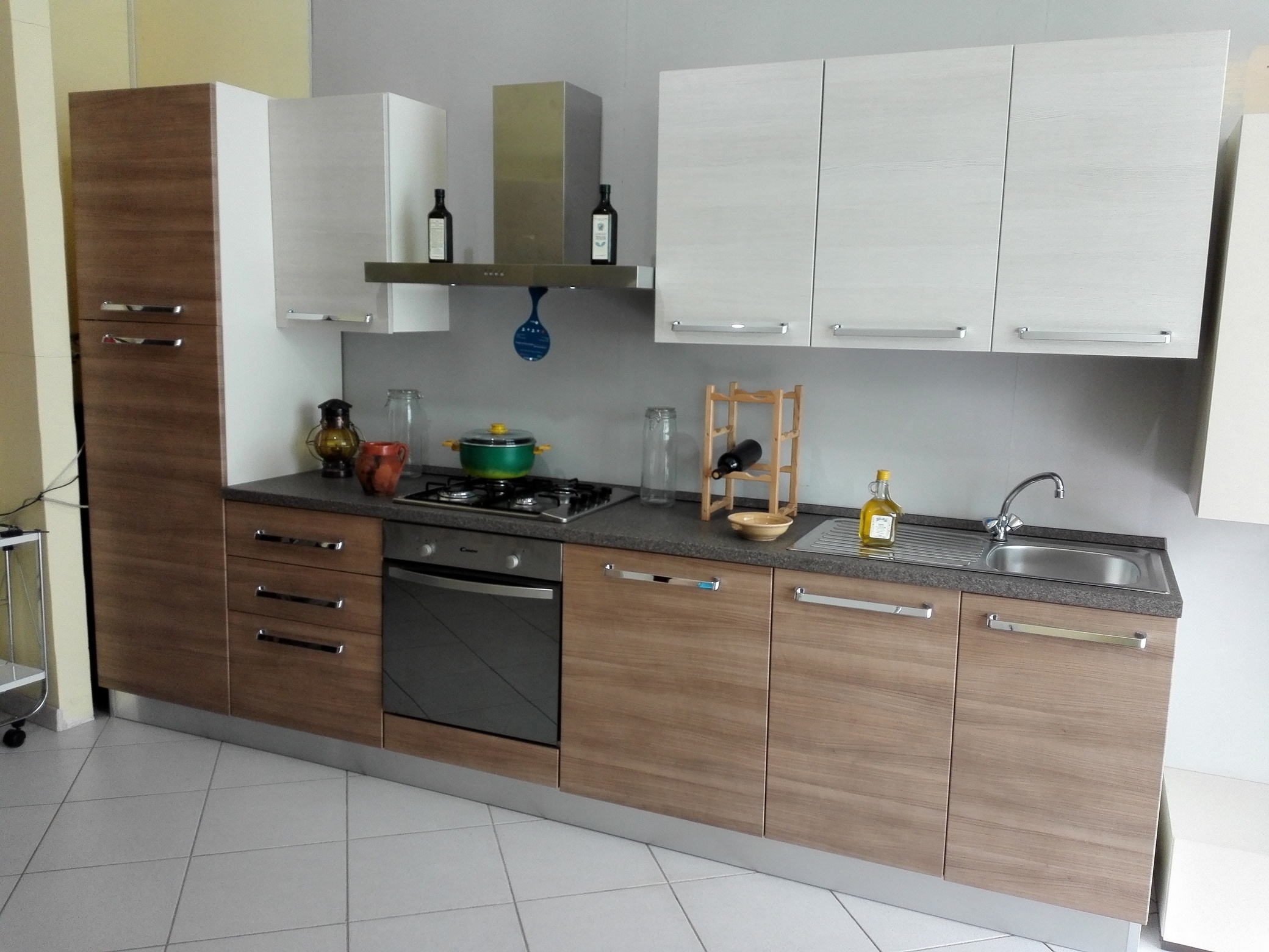 Brio cucina moderna con elettrodomestici by mobilturi - Maniglie ante cucina ...