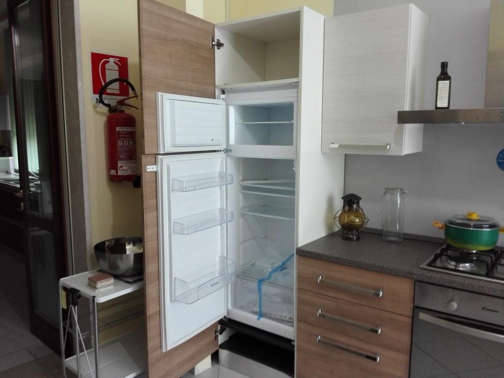Brio cucina moderna con elettrodomestici by mobilturi - Cucina con elettrodomestici ...