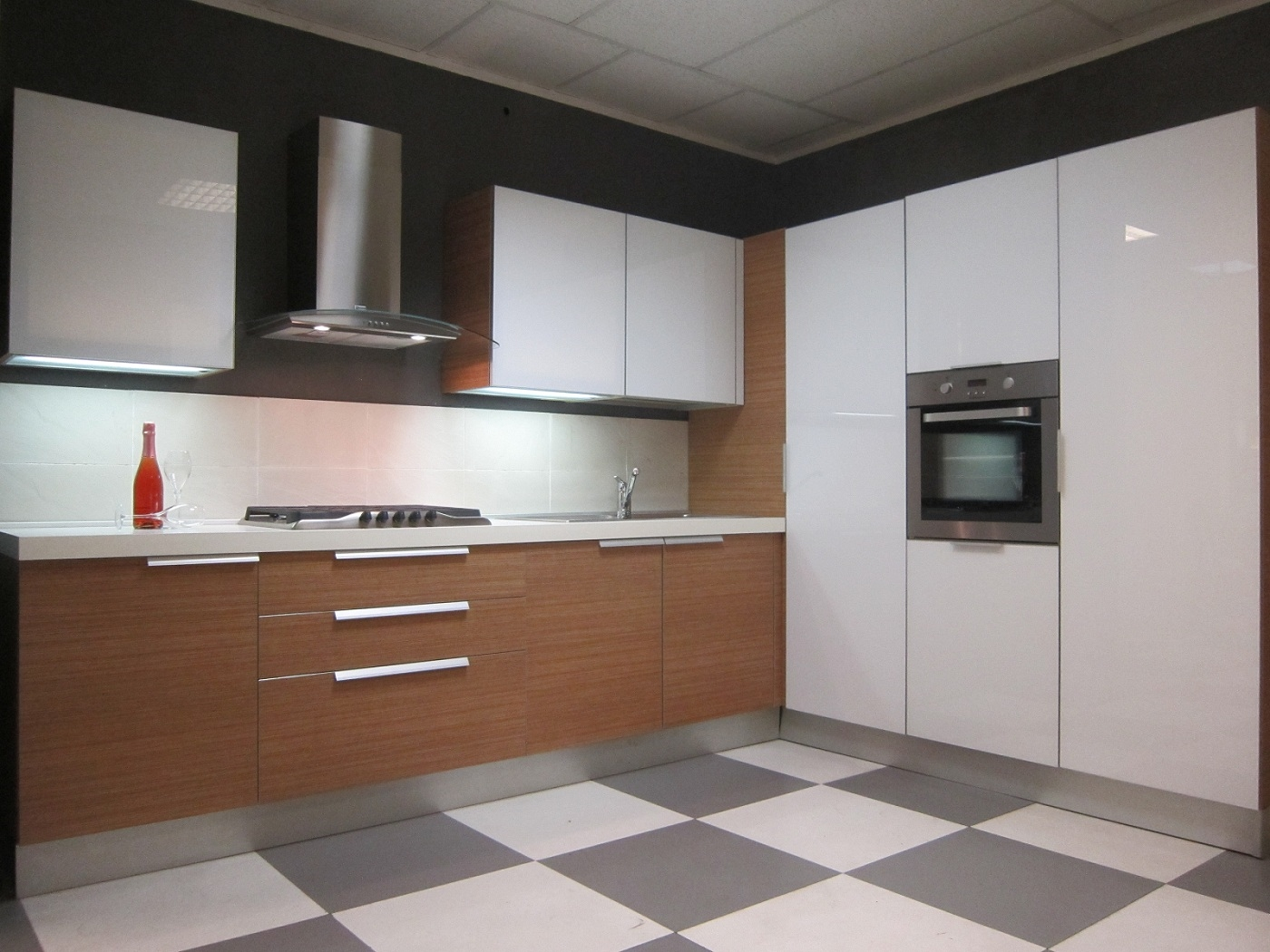 Cesar cucine cucina aria luce teack e bianco moderna vetro bianca cucine a prezzi scontati - Presa d aria cucina ...
