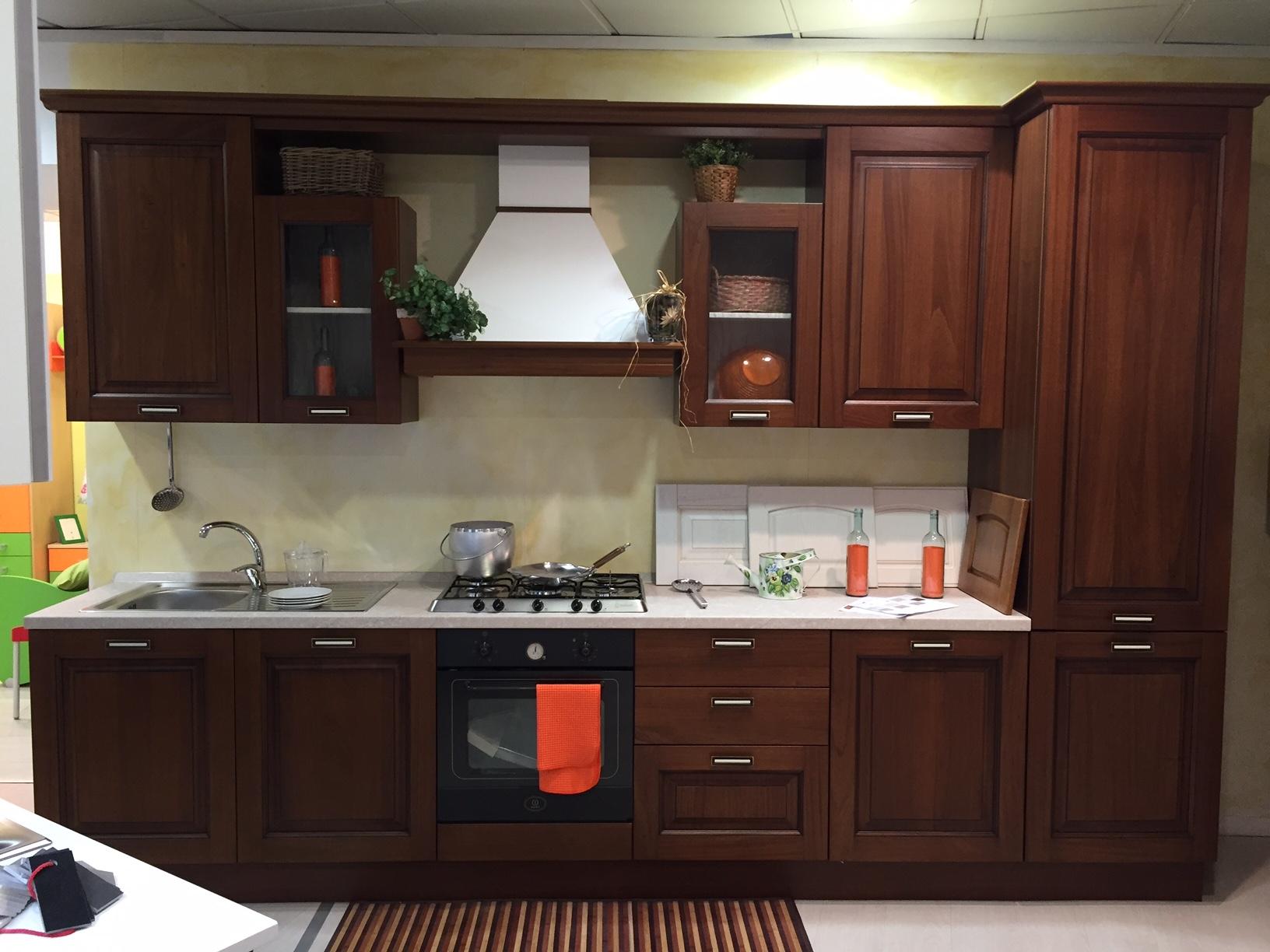 Creo kitchens cucina oprah classico legno noce l 360 cm - Cucina bianca e noce ...